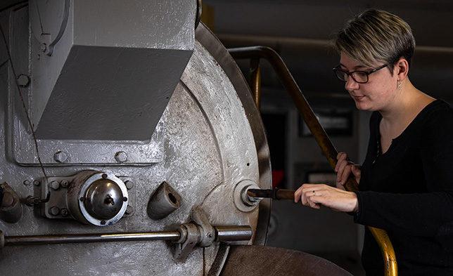 La torréfaction chez café boulet est l'action d'exposer des graines de café à un feu direct ou à une source de chaleur adaptée. Elle donne un arôme au café qui rappelle l'odeur des aliments un peu grillés, calcinés (empyreumatique). La torréfaction est utilisée aussi bien dans la fabrication du café mais également du cacao.